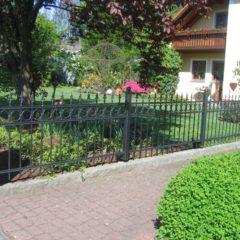 Zaun aus Metall oder aus Holz?