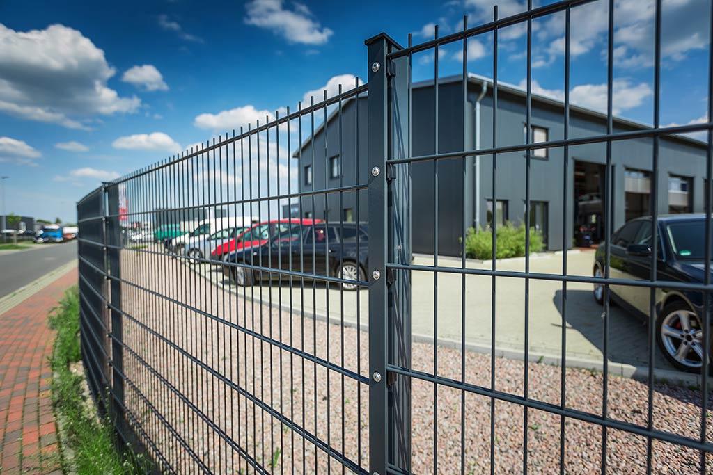 Zäune für Wohnbereich und Industriegelände